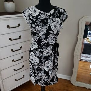 EUC A Pea in the Pod floral maternity dress